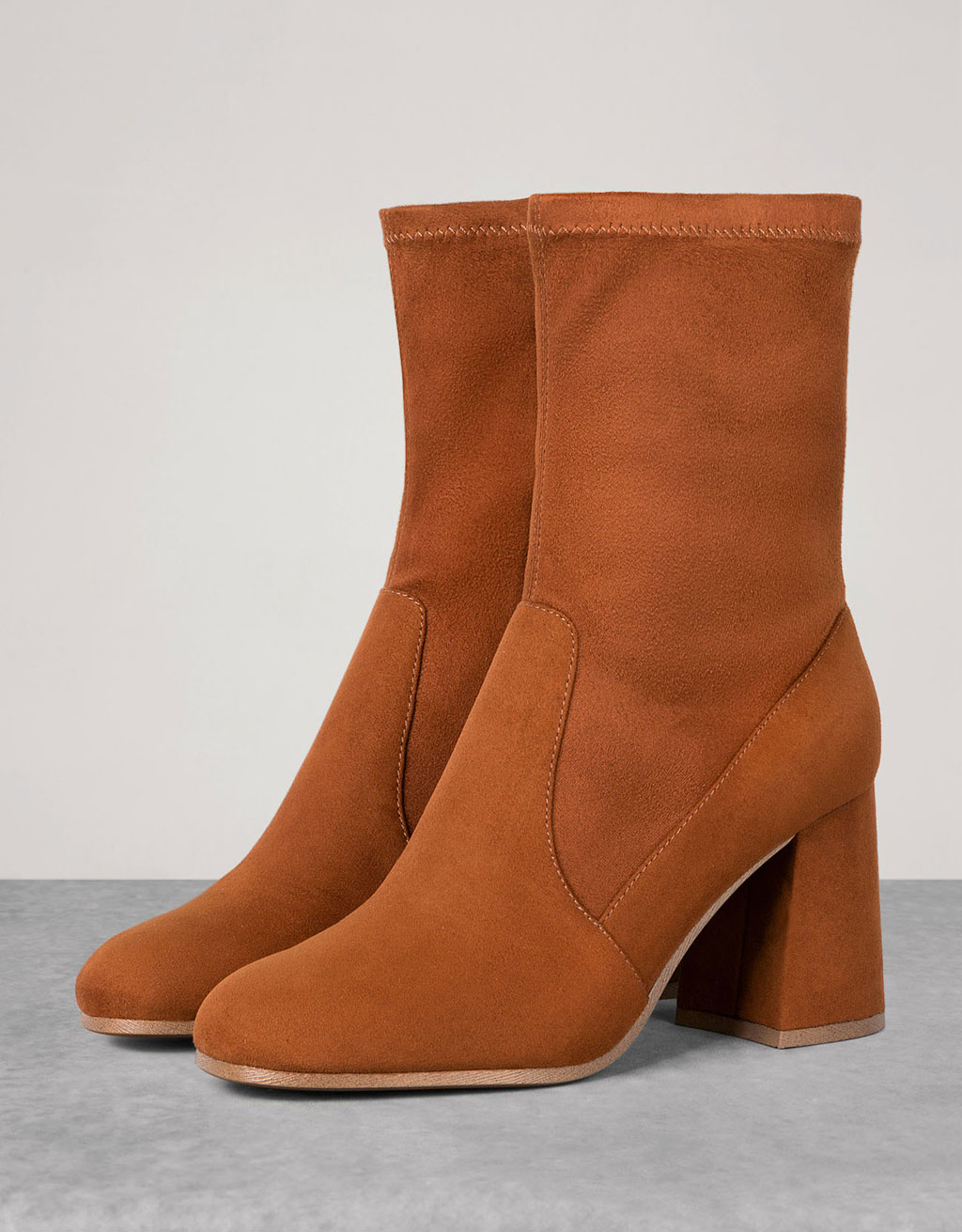 Heeled ankle boots with fitted bootleg