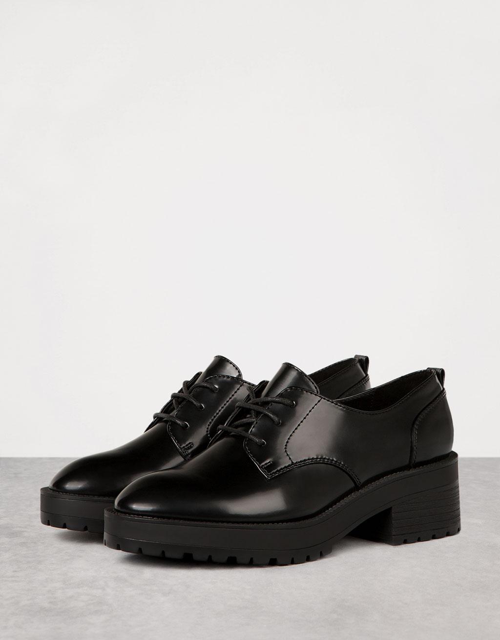 Zapato vestir piso grueso acordonado