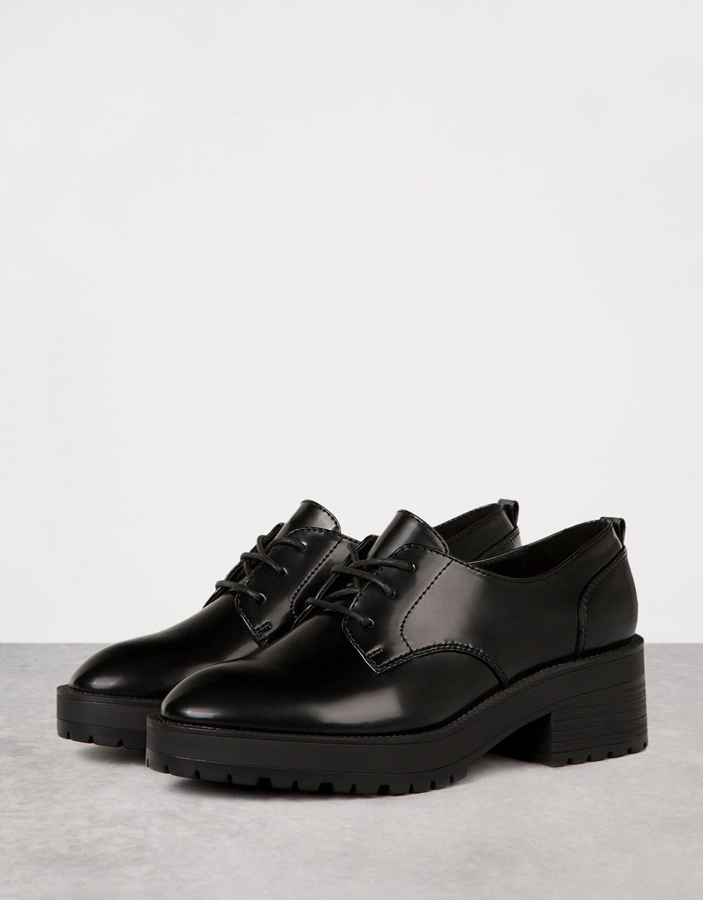 Heavy sole lace-up dress shoes