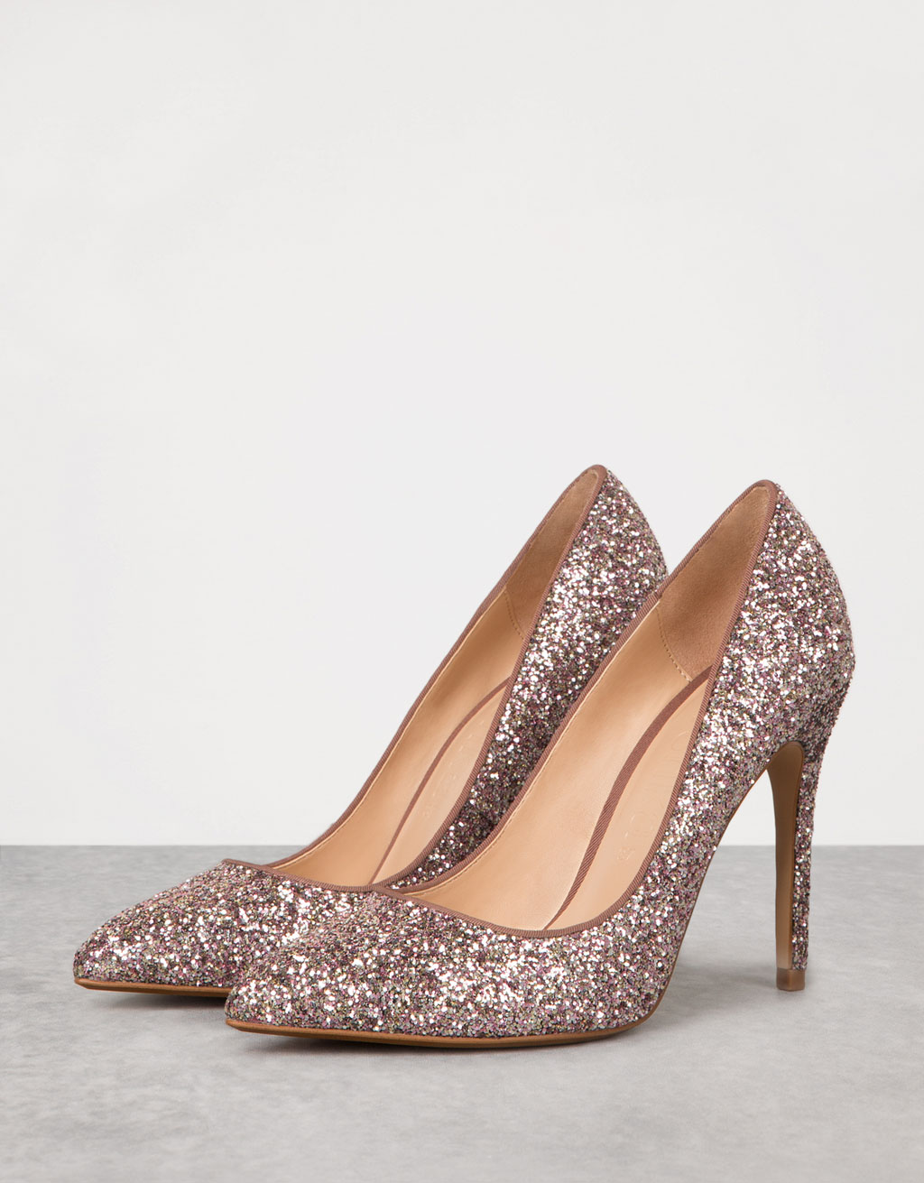 Fine heeled sparke shoes
