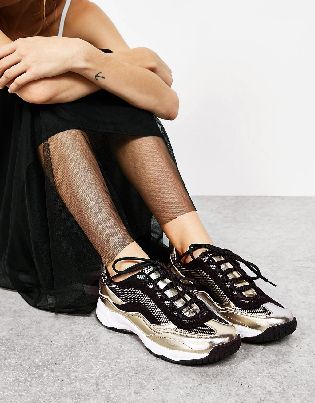 Metallic combined technical sports shoes