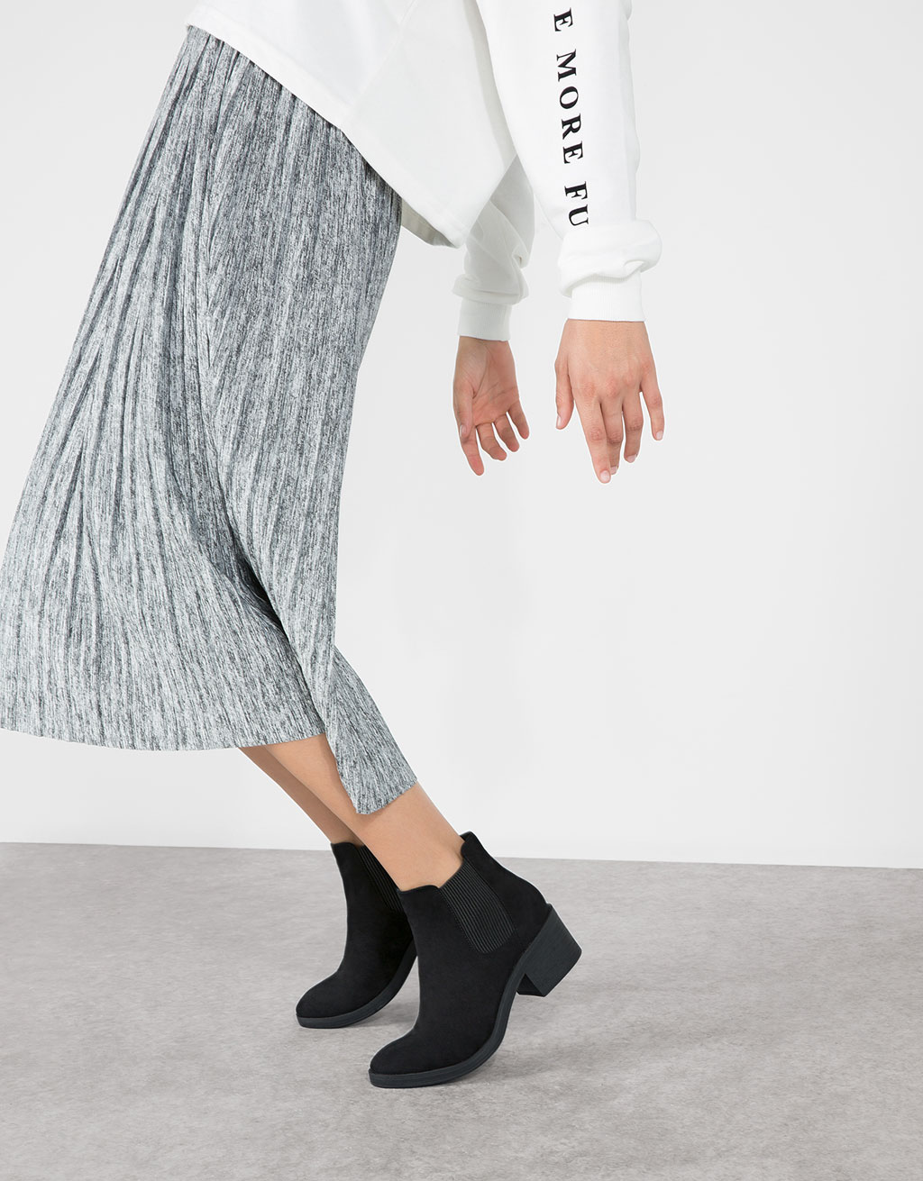 Basic, flat, stretch ankle boots