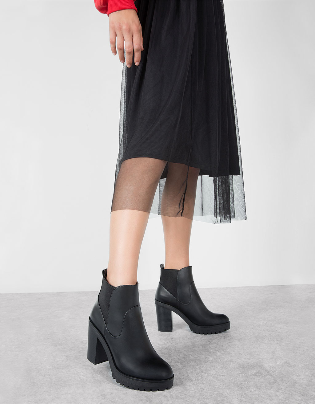 Wide heel stretch ankle boots