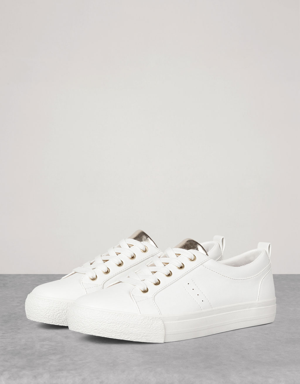 Basic lace-up sneakers metallic ornament