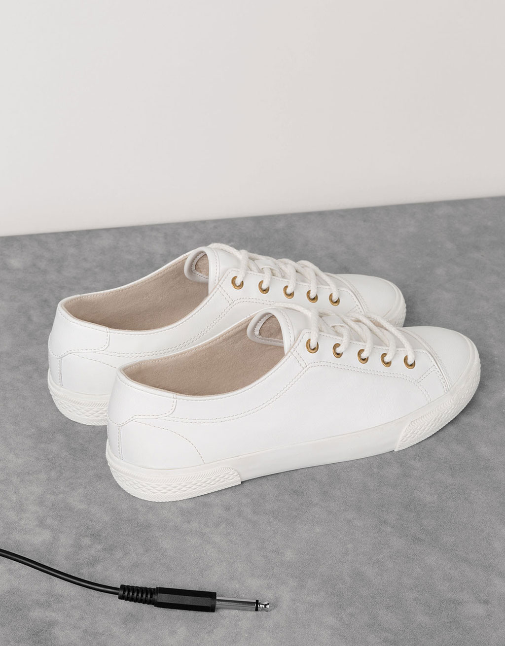 Basic toe cap sneakers
