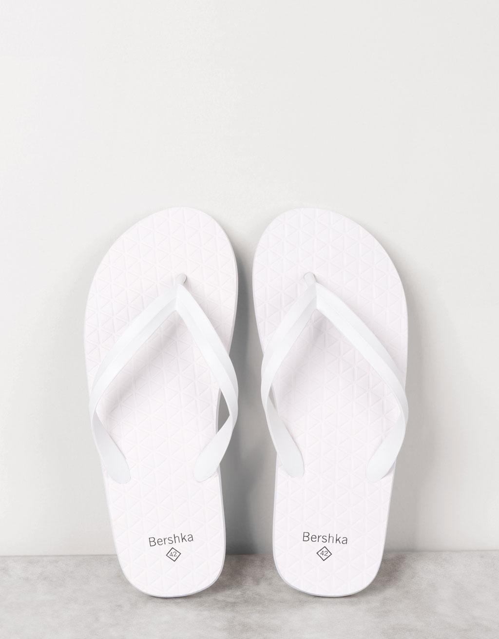 Men's embossed flip flops