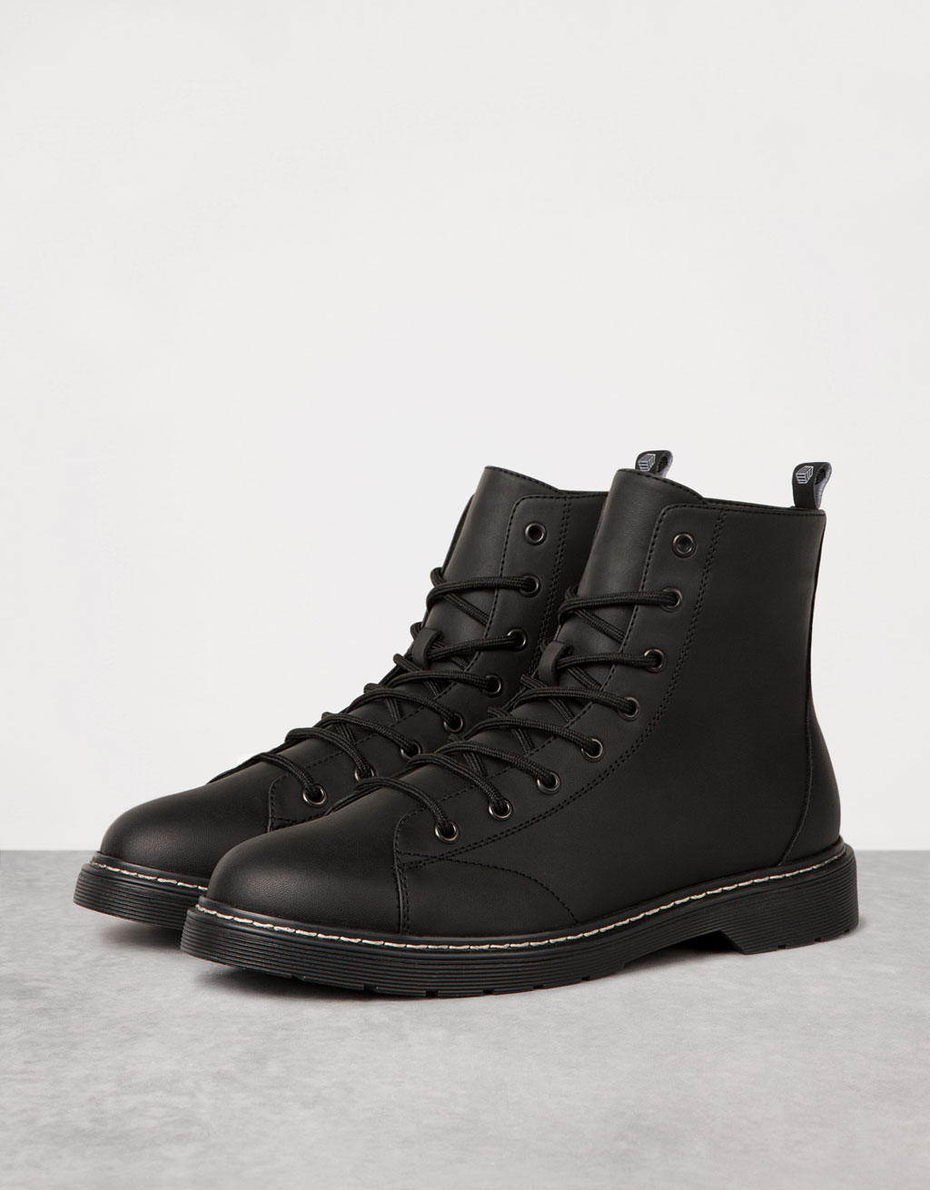 Men's lace-up contrast boots