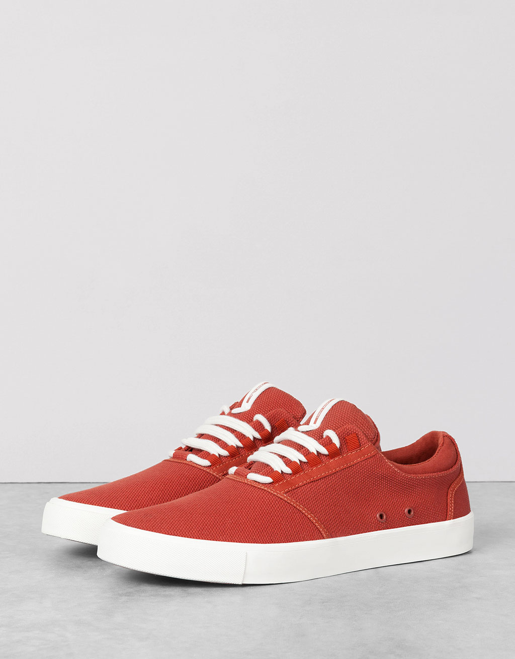 Men's basic fabric sneakers