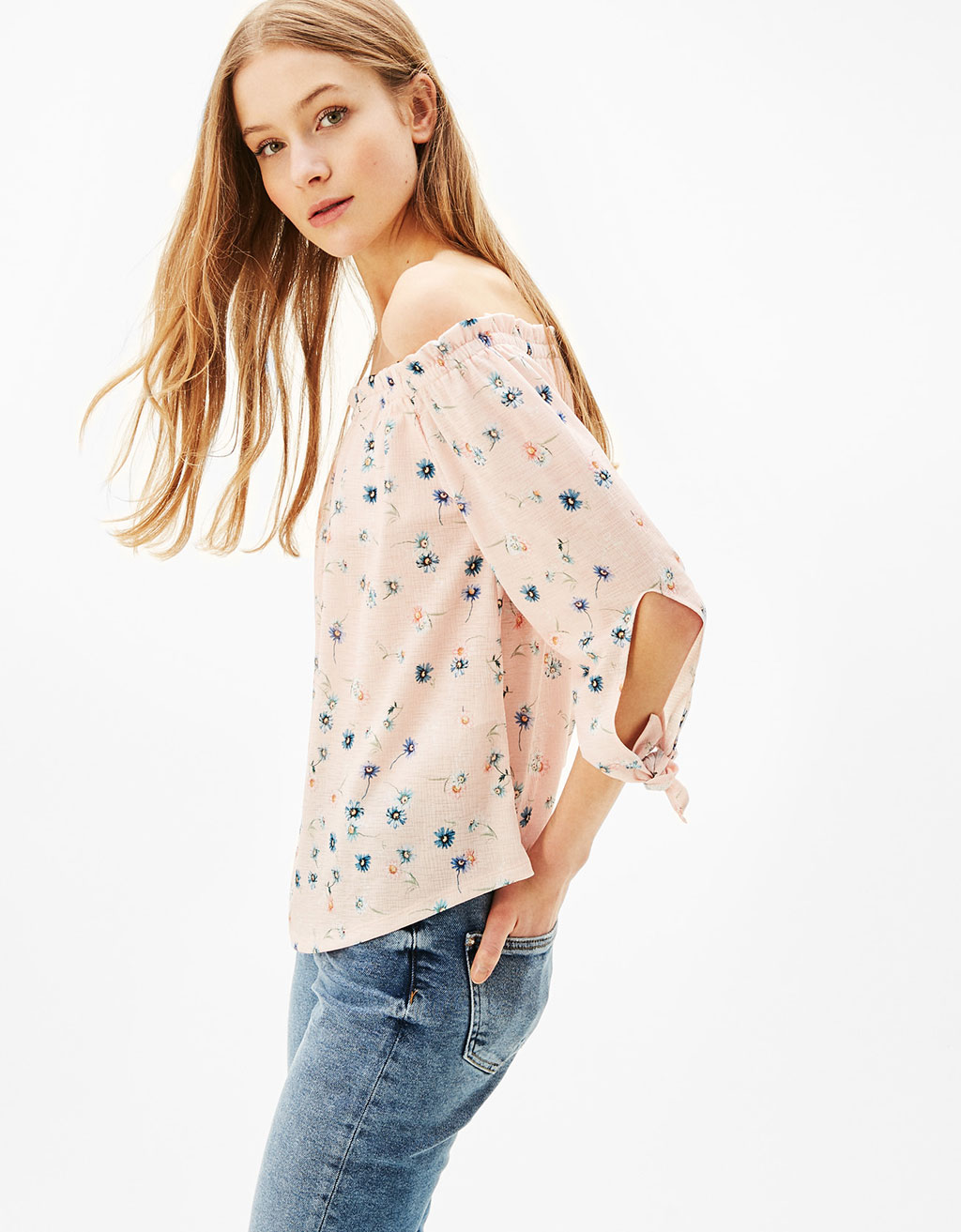 Off-the-shoulder T-shirt with bows