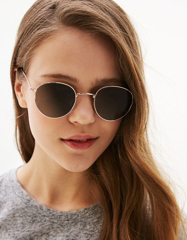Klassiska solglasögon med metallbågar