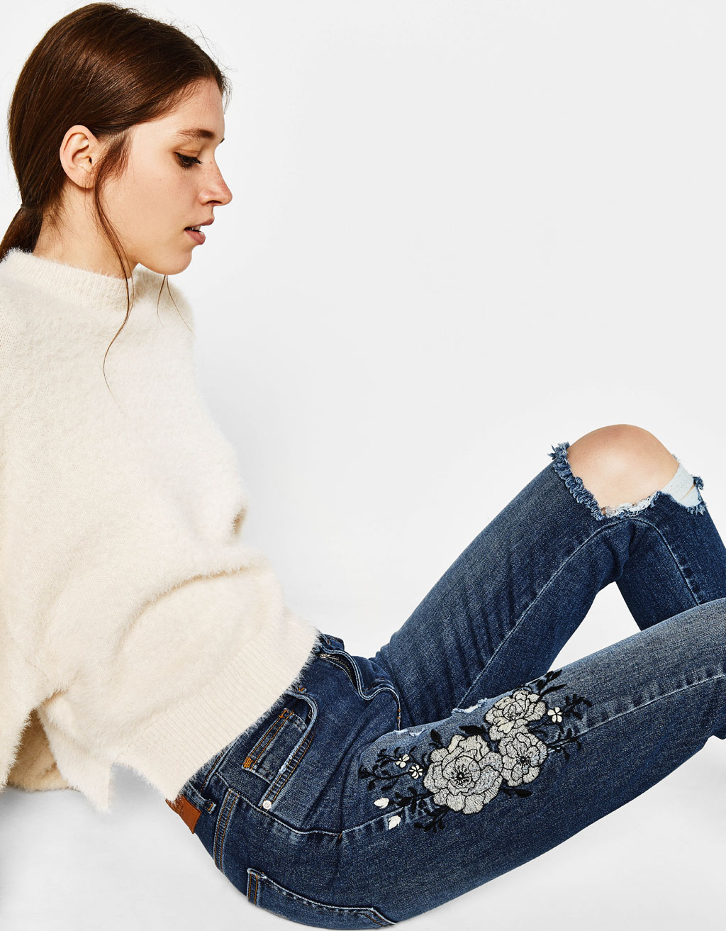 Jean coupe skinny avec broderie