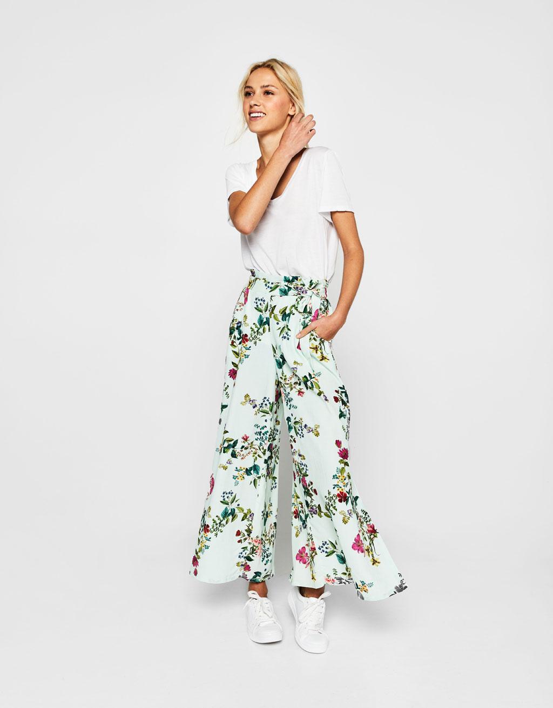 Široke tričetvrt hlače s cvjetnim printom