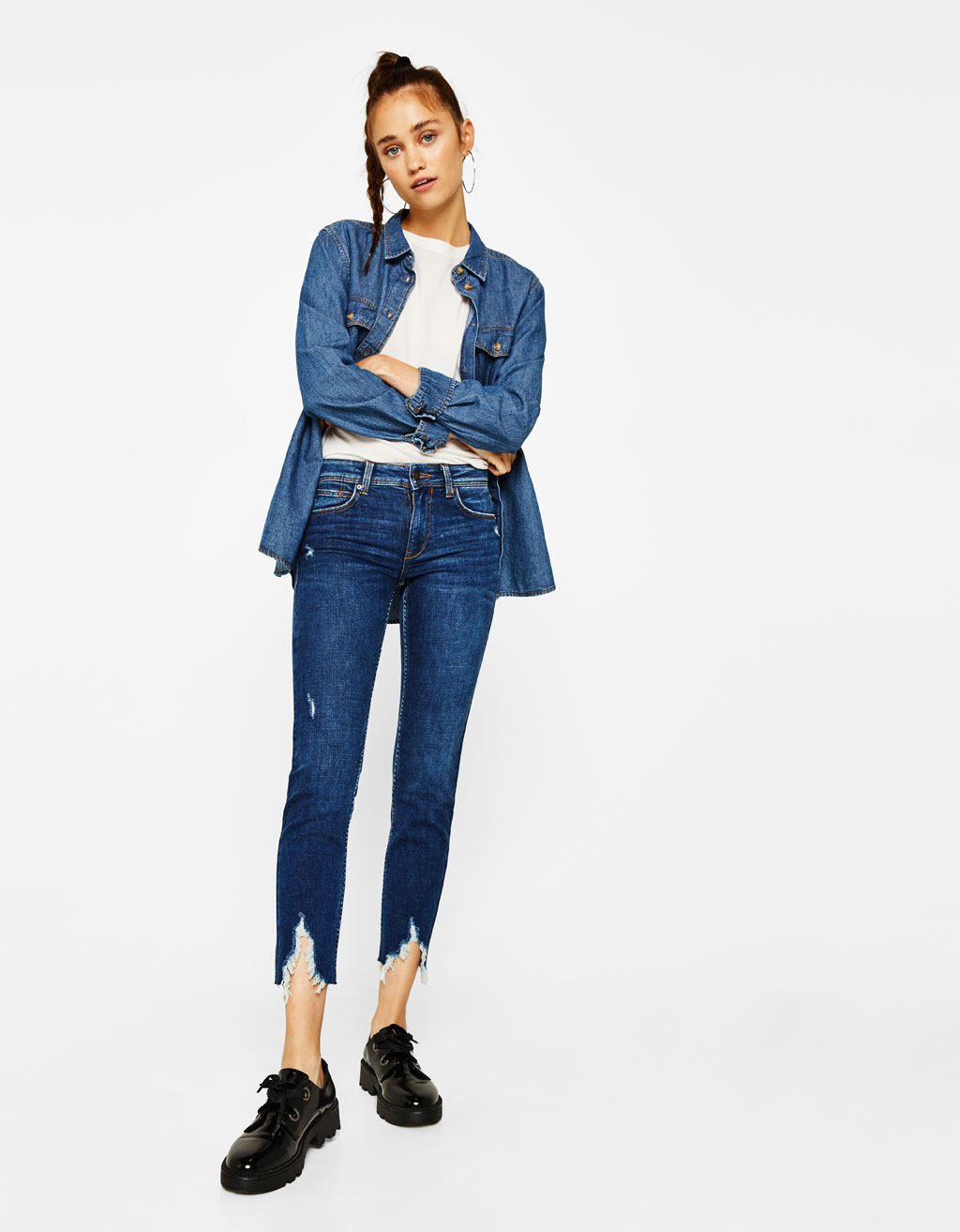 Cropped low-rise jeans with rips
