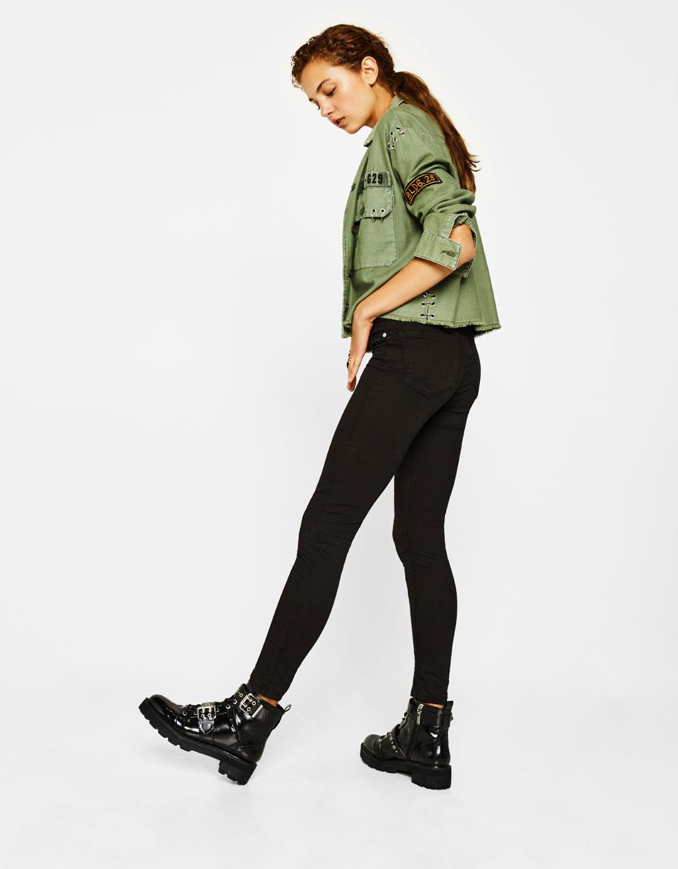 Calças super skinny cintura baixa