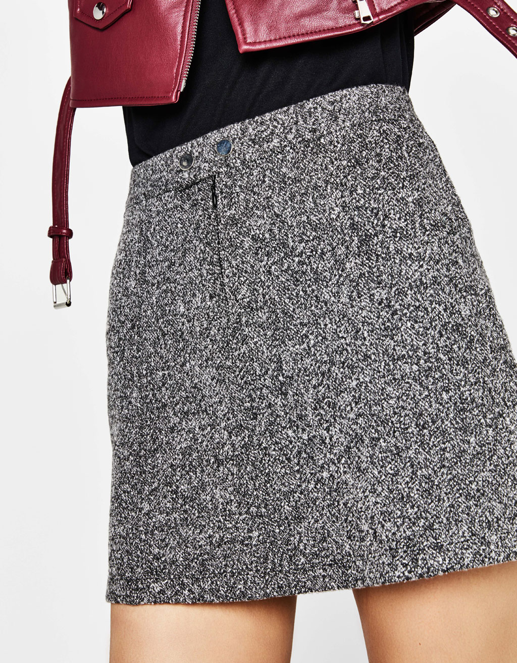 Mini skirt with brooches