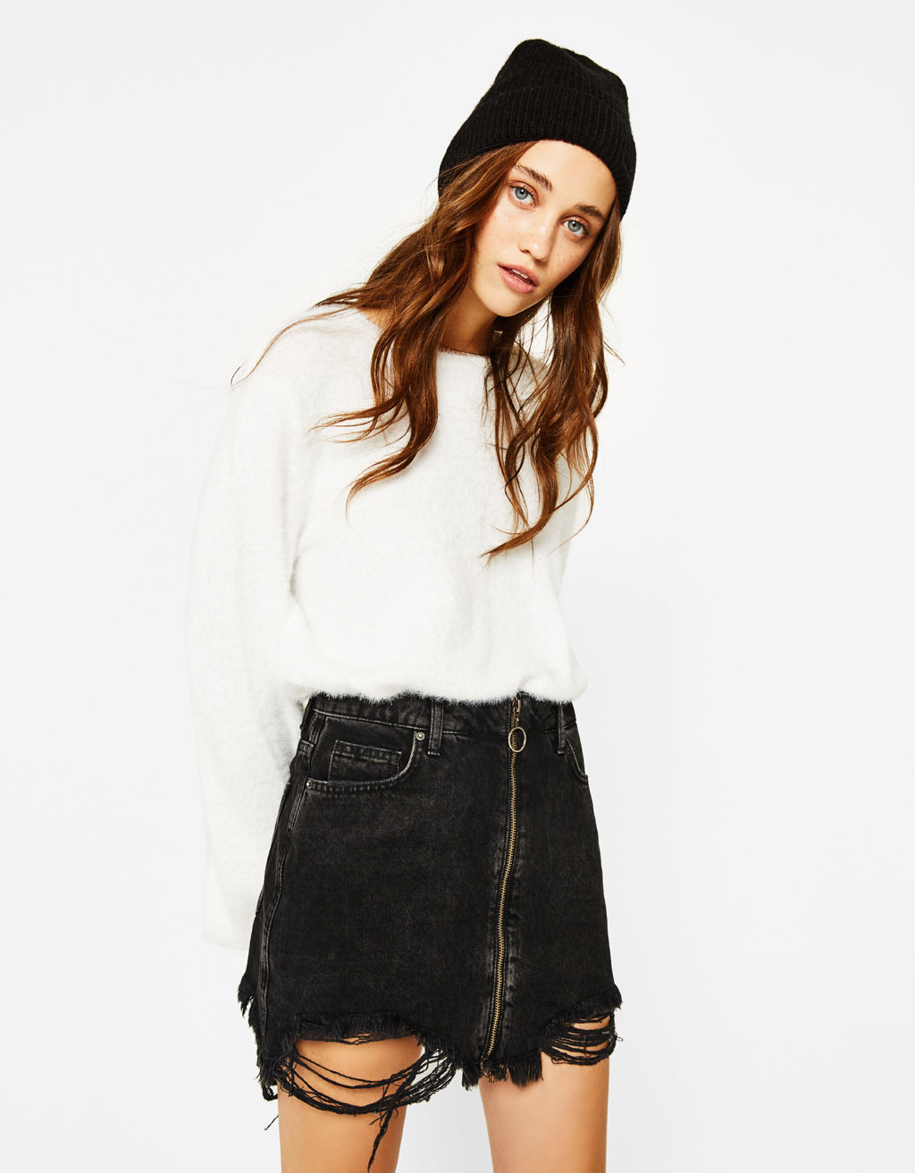 Frayed denim skirt with zip