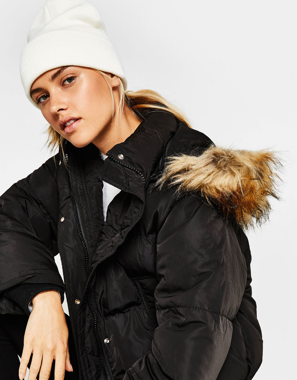 Puffer jacket with removable faux fur