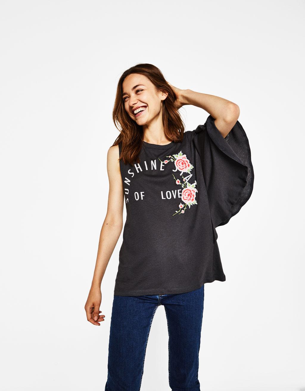 Asymmetrisch T-shirt met borduursel en volantmouw