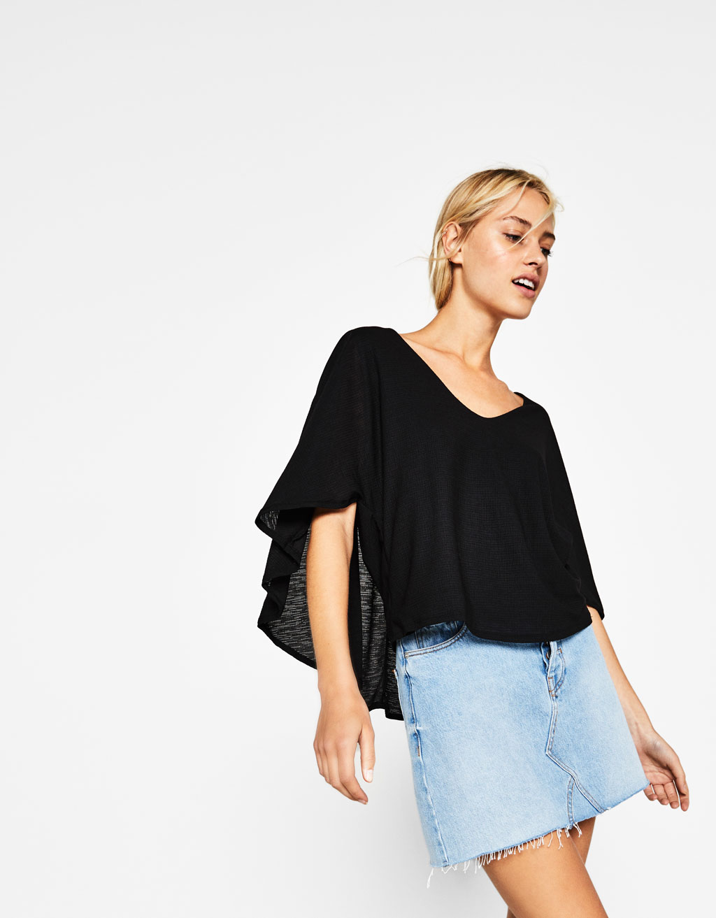 V-neck cape T-shirt