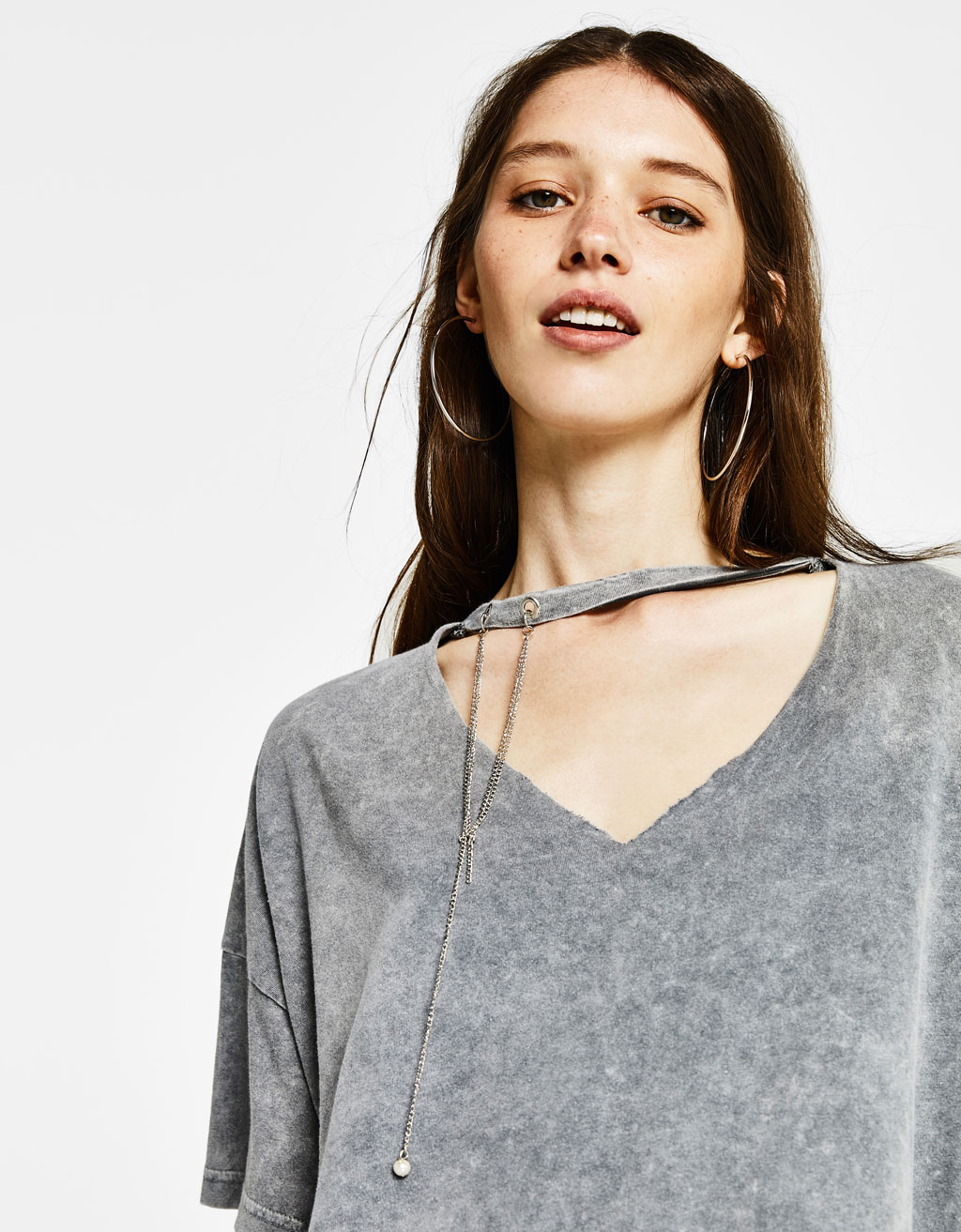 Choker neck T-shirt with chain