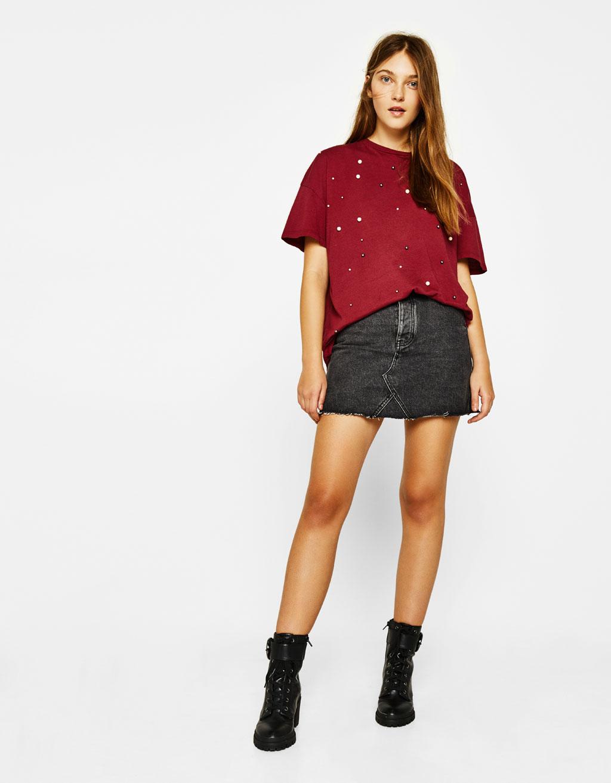 펄 디테일 티셔츠