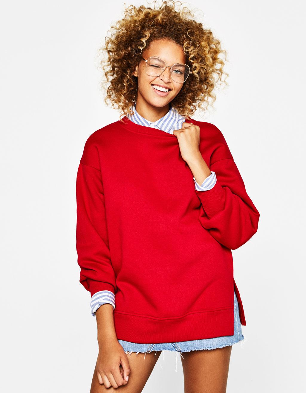 Sweatshirt com aberturas laterais