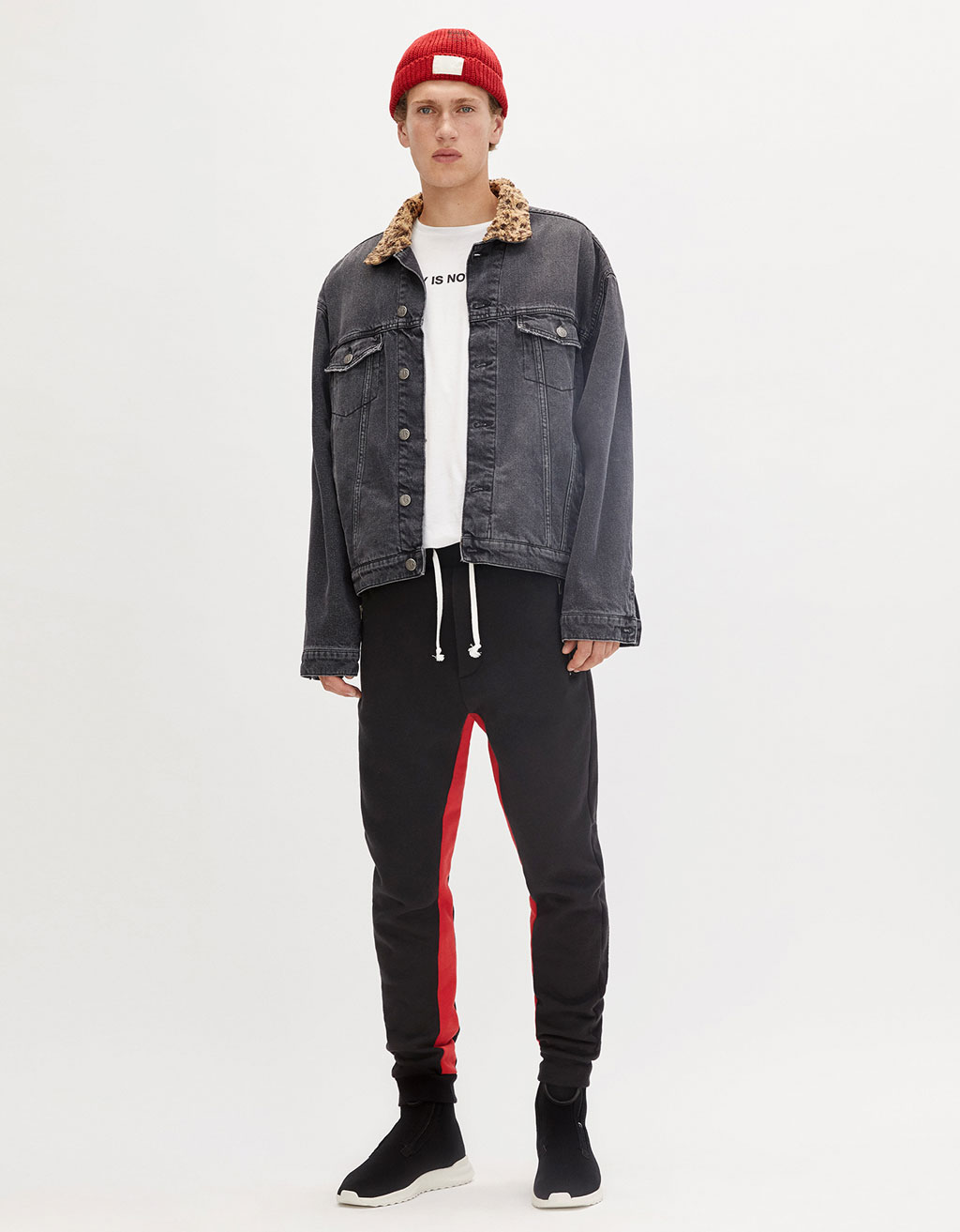 Technical pants with red stripes