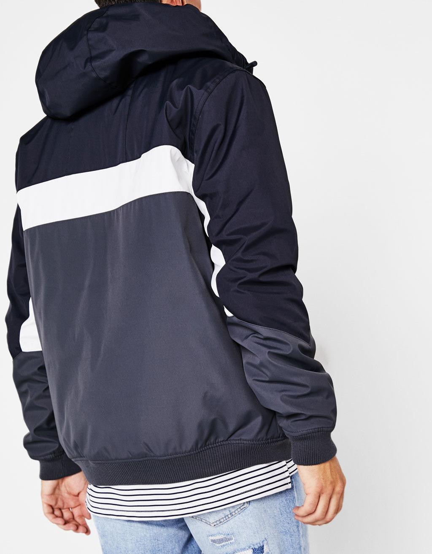 Cazadora tricolor con capucha