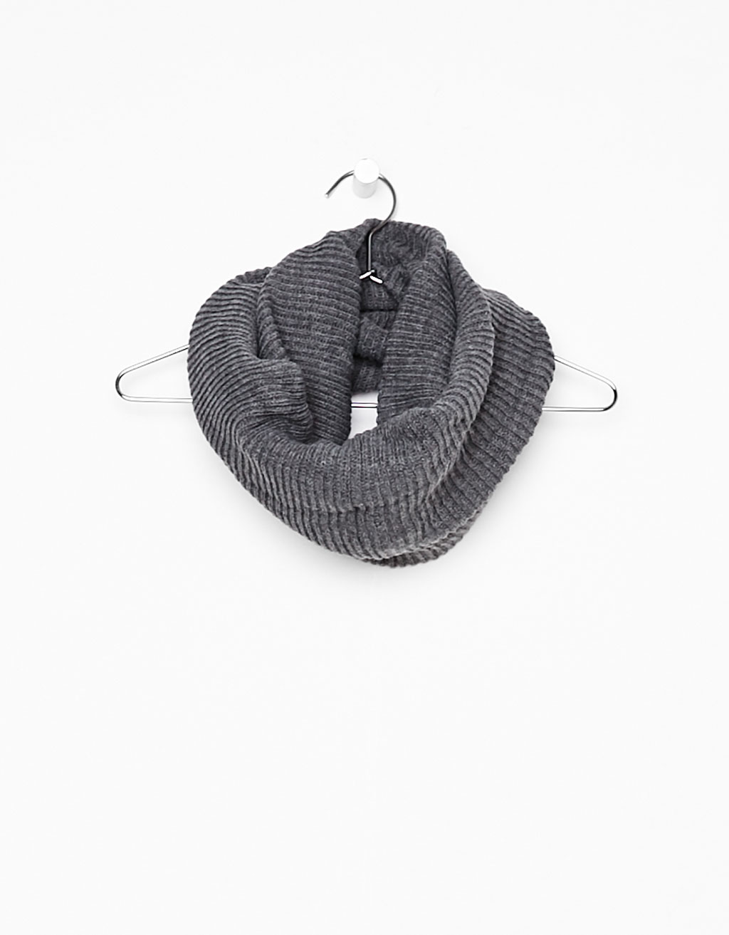Finely ribbed snood