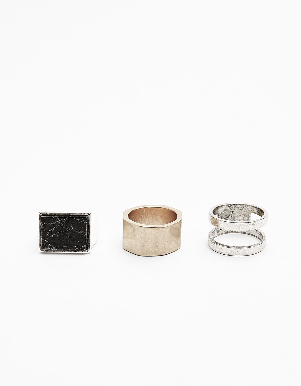 Set of stone and metal rings