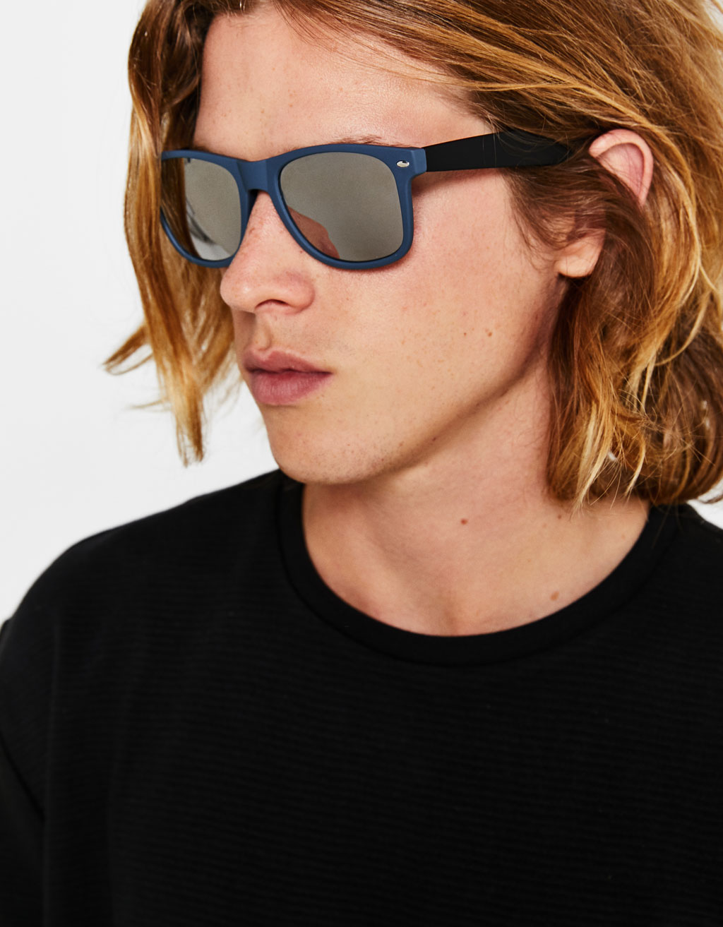 Sunglasses with rubberised frame