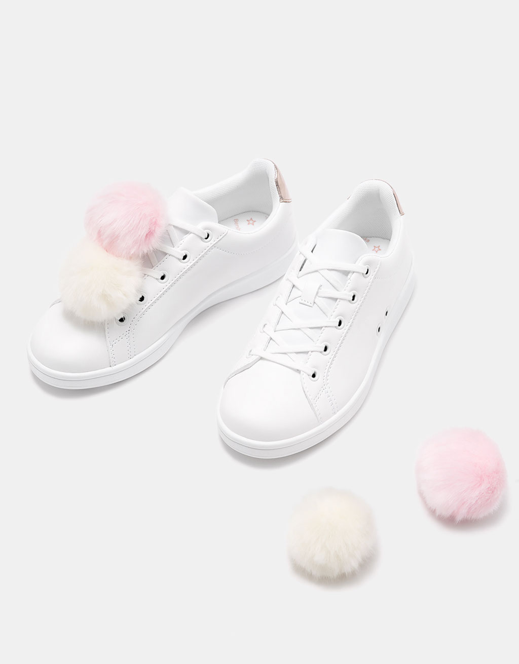 Fur pompoms sneakers