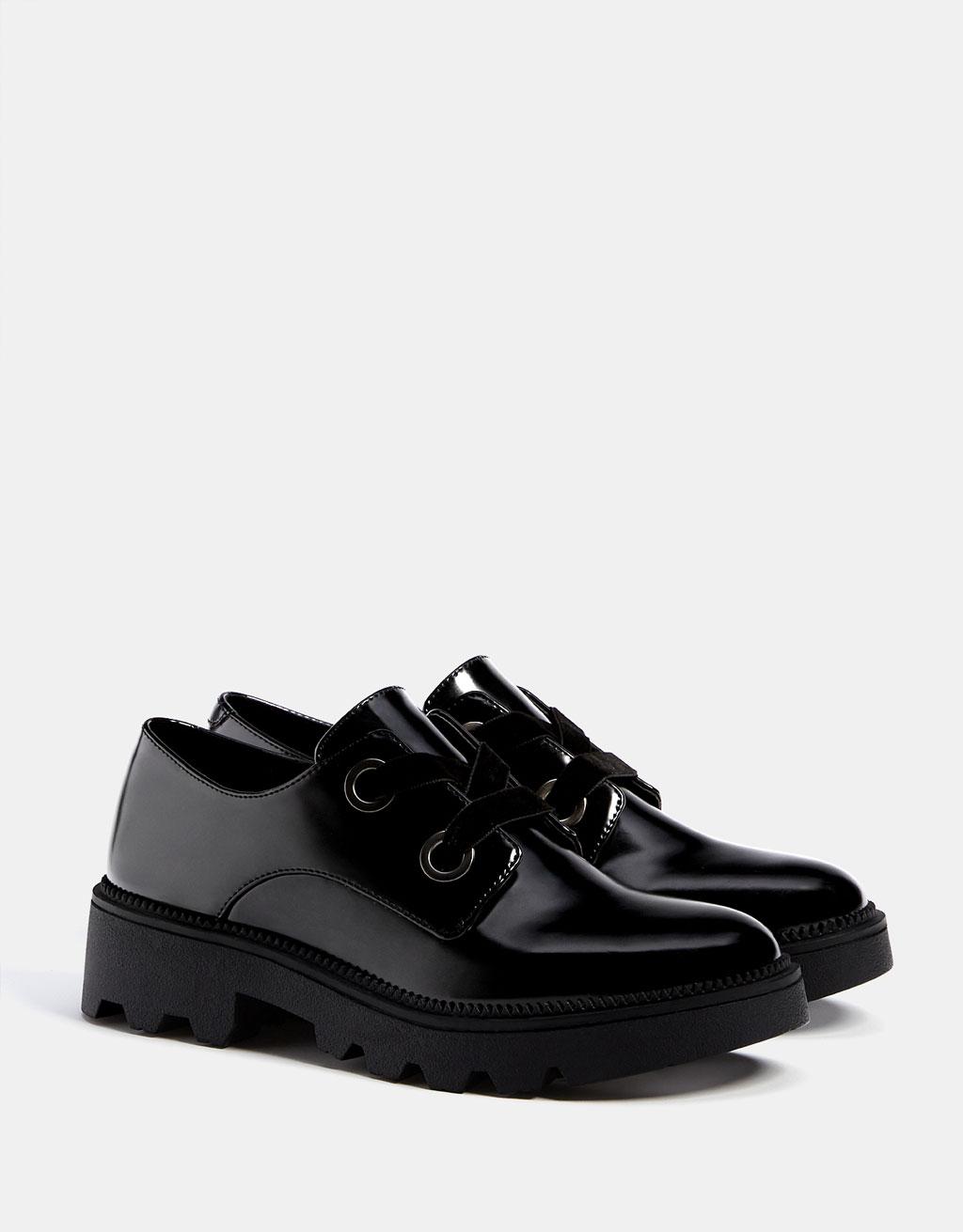 Lastik tabanlı rugan blucher ayakkabı