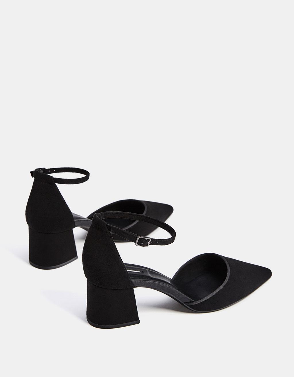 Gehakte schoen met enkelbandje