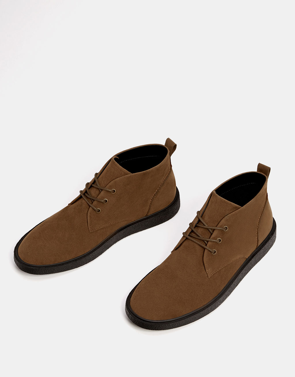 Men's lace-up ankle boots with contrasting soles