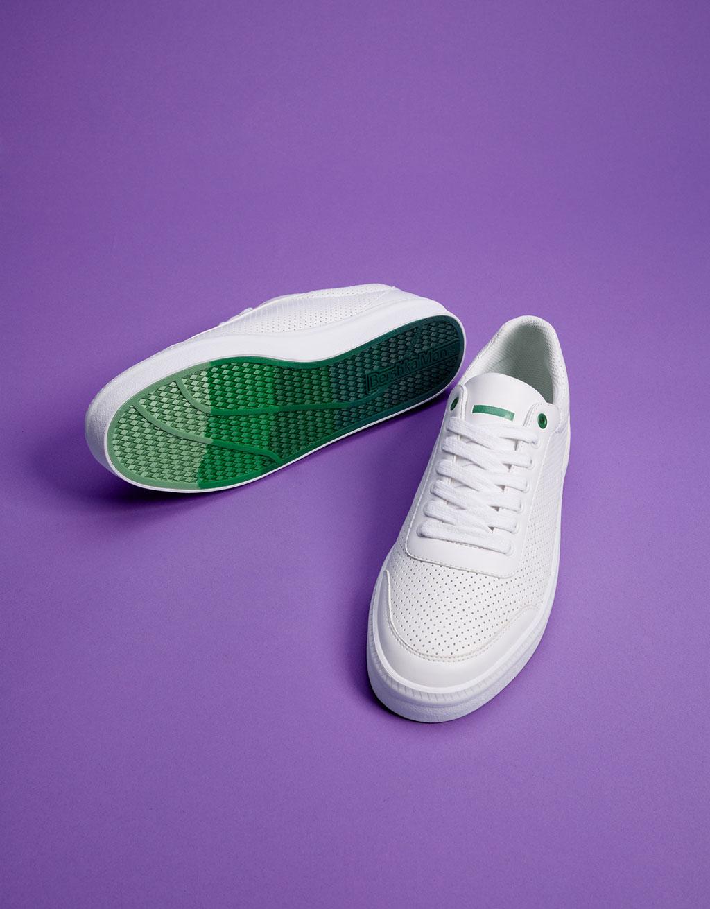 Geschnürte Sneaker mit Broguing