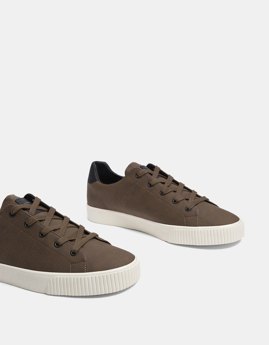 Men´s lace-up trainers with heel detail