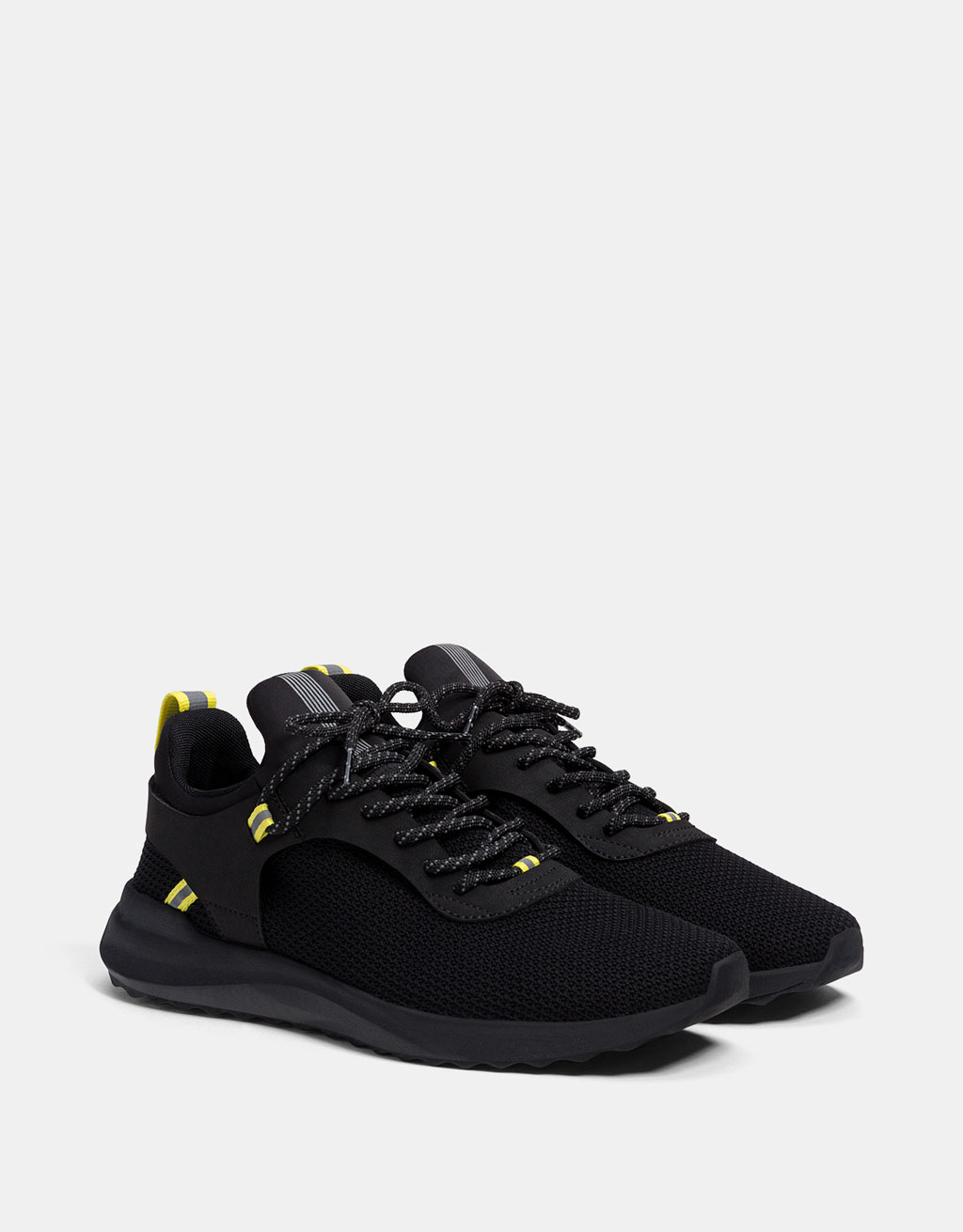 Men's technical sneakers with neon detail