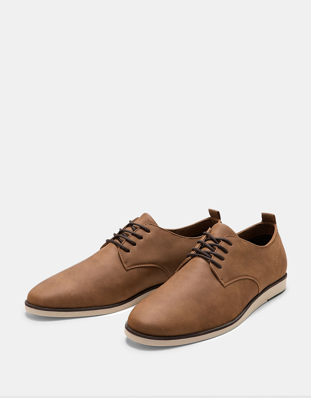 Men's dress shoes with contrasting soles