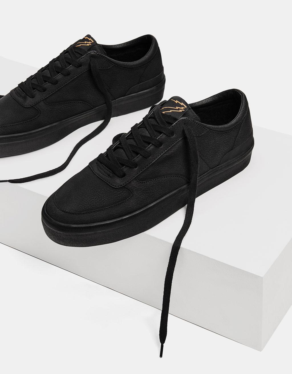 Men's monochrome lined sneakers