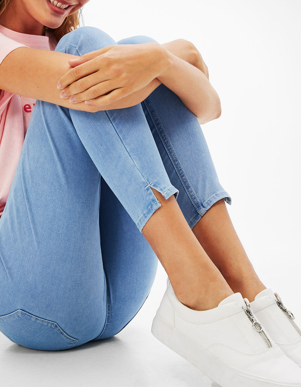 Cropped cotton and polyester jeans