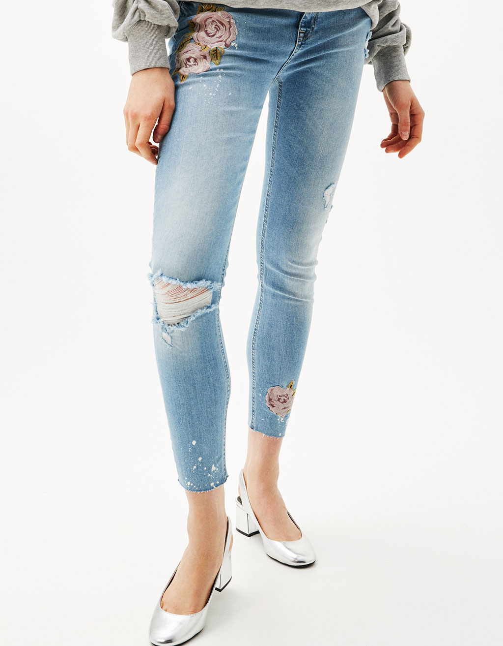 Skinny fit jeans with embroidered roses