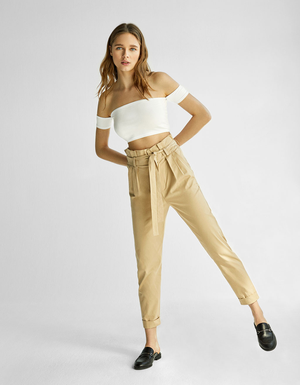High-rise cropped trousers with belt