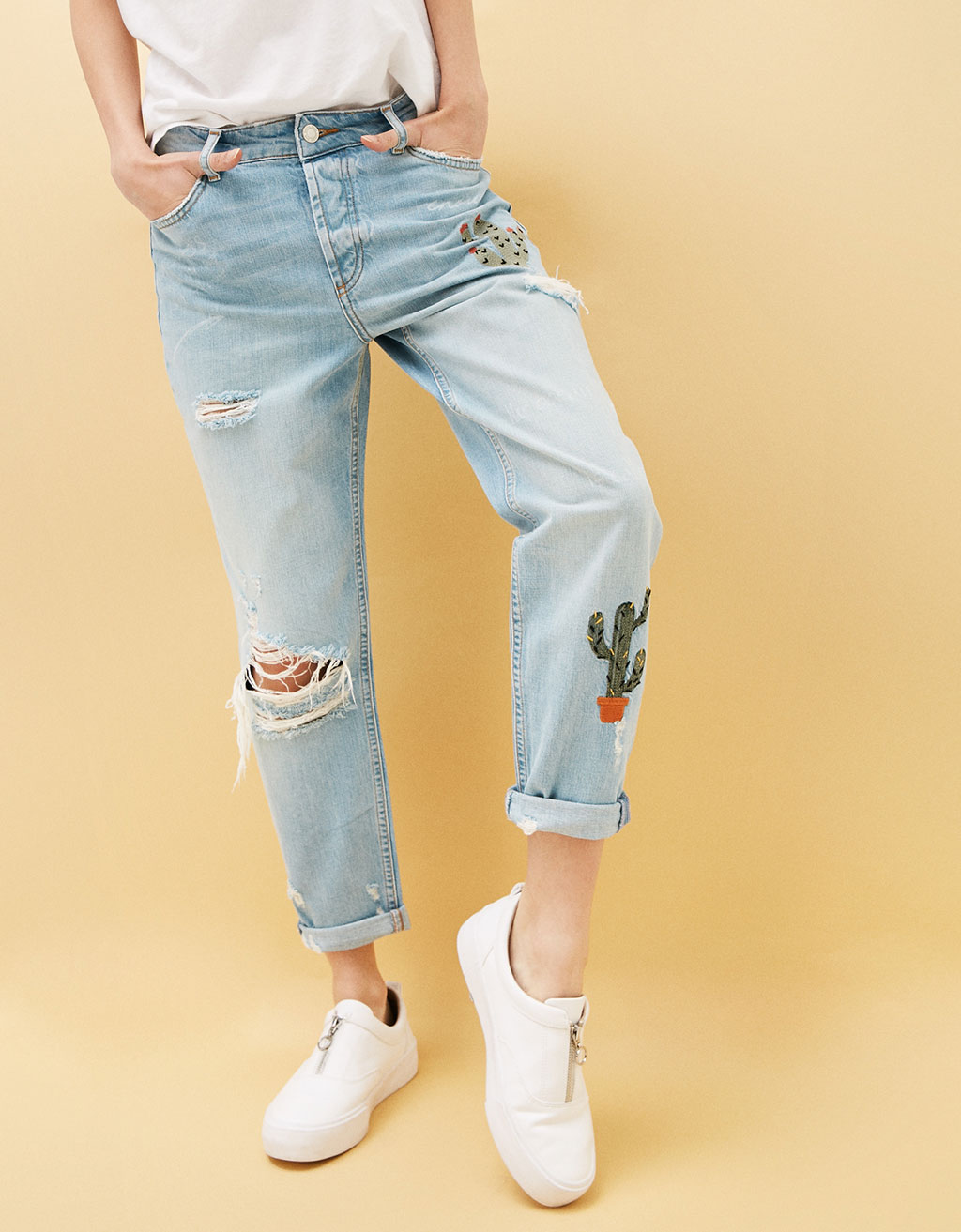 Relaxed fit jeans with cactus embroidery