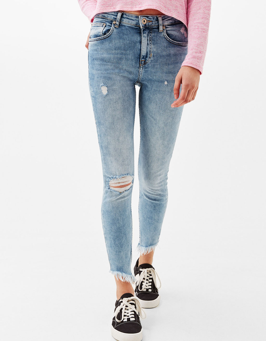Ripped jeans with frayed hem