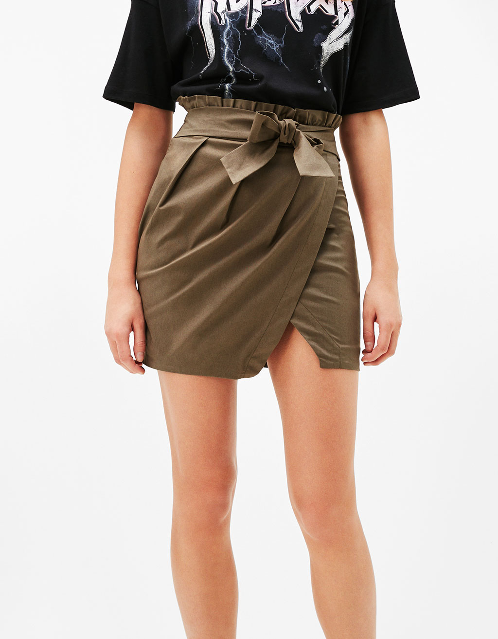 Short trench-style skirt with bow