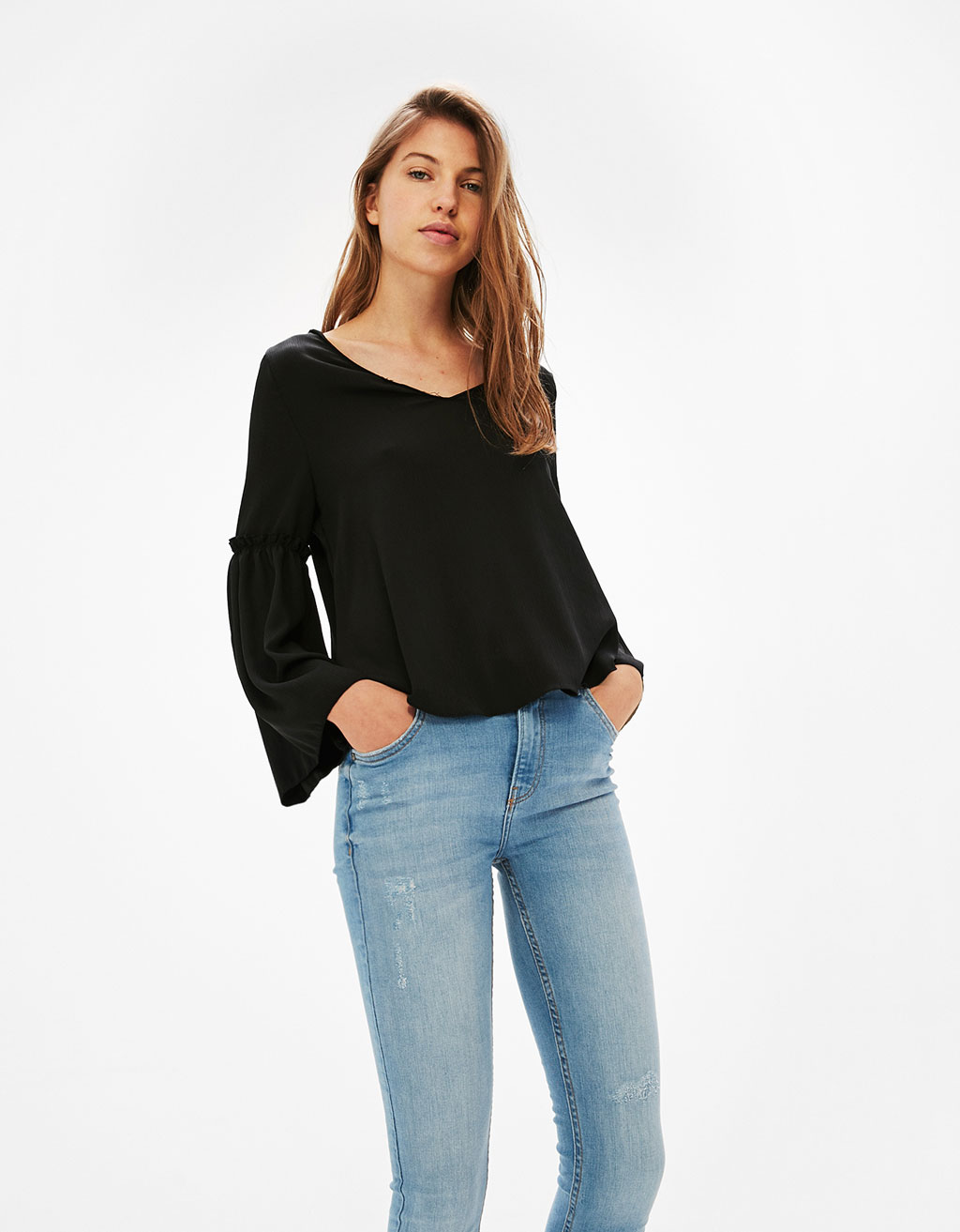 Pleated blouse with flared sleeve with gathering