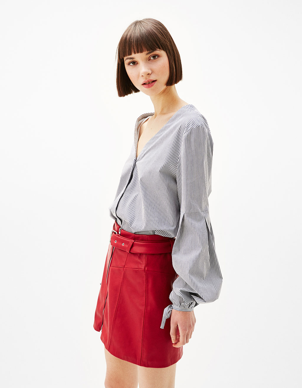 V-neck shirt with puffy sleeves