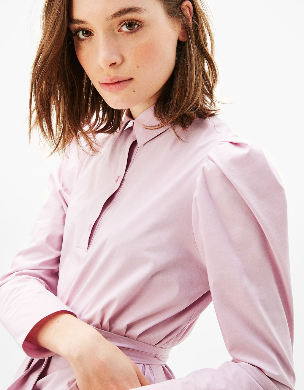 Shirt with puffy sleeves and bow at the waist
