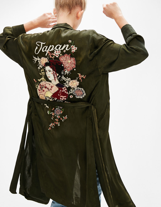 Pitkä kimono satiinia Geisha printti